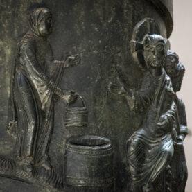 Eine Lieblingsszene von Herrn Deufel an der Bernwardsäule: Jesus und die Samariterin