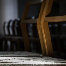 Die gewobenen Stühle haben alle einen Paten gefunden